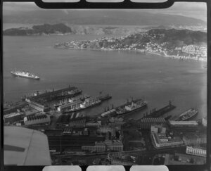 The ship, Dominion Monarch, leaving Wellington wharves