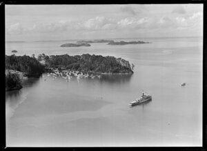 HMNZS Rotoiti, F625, at Royal New Zealand Yacht Squadron regatta, Kawau Island, Rodney District