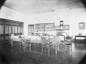 Winkelmann, Henry 1860-1931 :Library in the Ranfurly Veterans' Home at Mount Roskill, Auckland