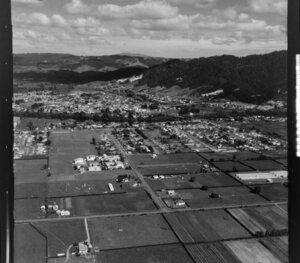 Ngaruawahia, with Taupiri Mountain