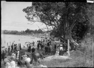 Crowded Lake Beach, Takapuna