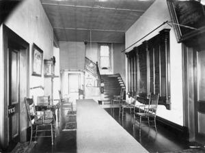 Winkelmann, Henry 1860-1931 :Entrance hallway in the Ranfurly Veterans' Home, Mount Roskill, Auckland