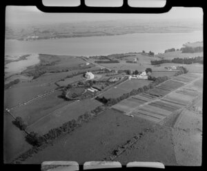 Glendowie, Auckland City, close-up view of Kerridge family home surrounded by farmland, West Tamaki Road, Torea Nature Reserve with estuary and Bucklands Beach beyond
