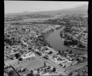 Hamilton, showing houses and Waikato River