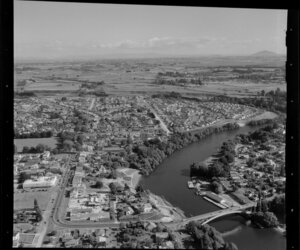 Hamilton, showing houses, bridges and Waikato River