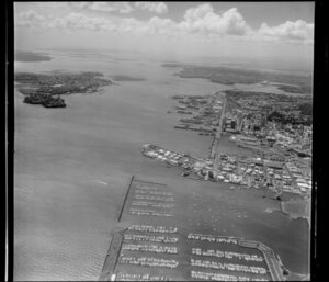 Auckland City, featuring Waitemata Harbour and port area