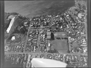 Intersection of Taharoto Road and Dominion Street, North Shore, Auckland