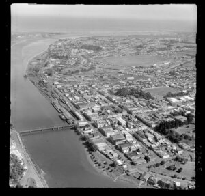 Victoria Avenue Bridge and Cooks Gardens, Wanganui, railyards and wharf with commercial area