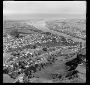 Wanganui, showing Durie Hill, Webb Road with residential housing, Victoria Avenue Bridge and the Wanganui River, with Castlecliff and coast beyond