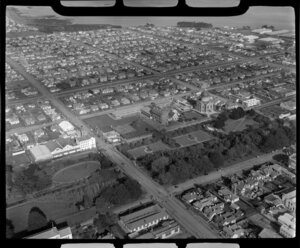 Invercargill, Southland District, featuring Otepuni Gardens, Fleming & Company flour mill, and St Mary's Basilica