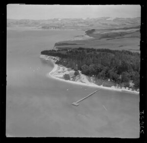 Shelly Beach, Kaipara Harbour, Auckland, coastal view inland with wharf
