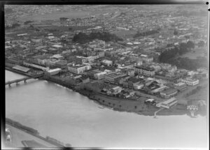 Whanganui city centre with river