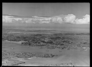 Auckland city from North Shore, looking towards Manukau Harbour