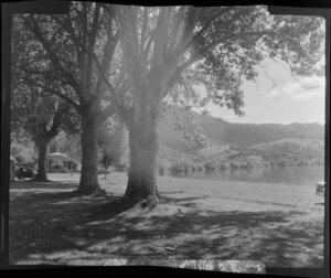 Waikato River in autumn, Ngaruawahia, with band rotunda in the Domain