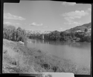 Scene at Ngaruawahia with bridge over a river, probably the Waipa