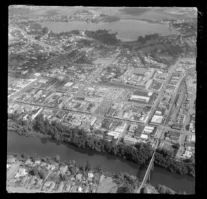 Hamilton, Waikato, view over the Waikato River with Hamilton Cycle Bridge to Lake Rotoroa and Lake Domain Reserve with commercial and residential buildings