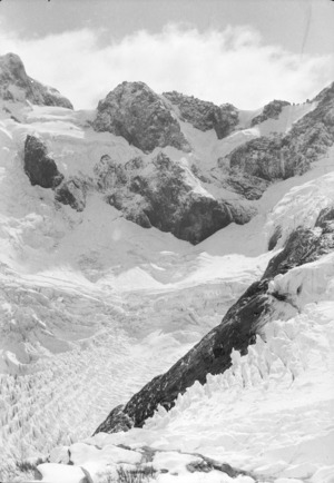 Elliot-Tutoko and the Track; panoramas from the camp - biv. after the snow