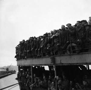 Returning World War II soldiers of the first furlough draft arriving in Wellington