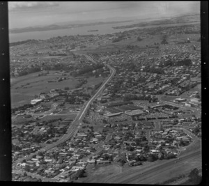 Pakuranga, Auckland, including shopping centre, Saint Kentigern College, and residential houses