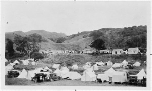 Tents and houses along Waihi Beach