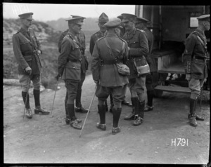 General Birdwood chats to New Zealand officers in France, World War I