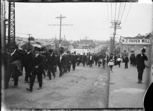Marching strikers and sympathisers during the 1913 Waterfront Strike, Auckland