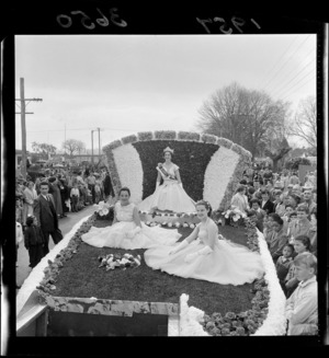 Blossom Queen and attendants, Hastings Blossom Festival float