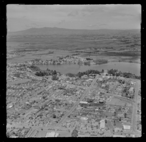 Hamilton City with Clarence Street foreground leading up to Domain Reserve and Lake Rotoroa, Waikato Region