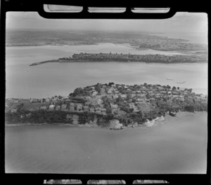 Stanley Bay, Auckland, inlcudes shoreline, housing and boat shed