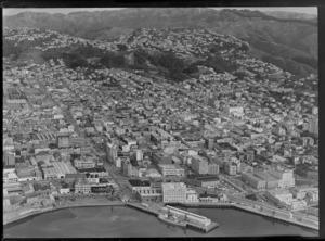 Wellington City, looking towards Botanic Gardens and Kelburn