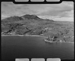 Waipahihi and Lake Taupo