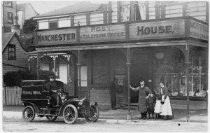 John and Naomi Hutchinson, with their children, outside their general store Manchester House, Tinakori Road, Wellington