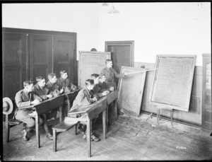 New Zealand soldiers receiving educational instruction in Mulheim, Germany, 1919