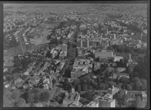 Symonds Street, Auckland, with University of Auckland campus and old Supreme Court building at foreground