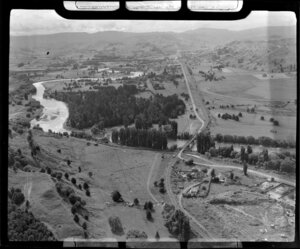 Taumarunui, showing the Matapuna combined rail and road bridge