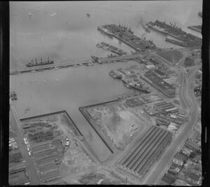 Auckland Waterfront Lighter Basin, showing shipping