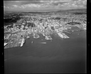 Central Auckland City, featuring Waitemata Harbour and port area