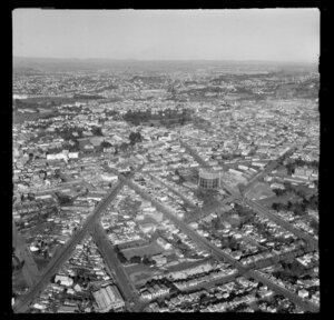 Freemans Bay, Ponsonby, Auckland City, view to Franklin Road, Hepburn Street and Howe Street with tank structure, residential and commercial buildings, Albert Park beyond